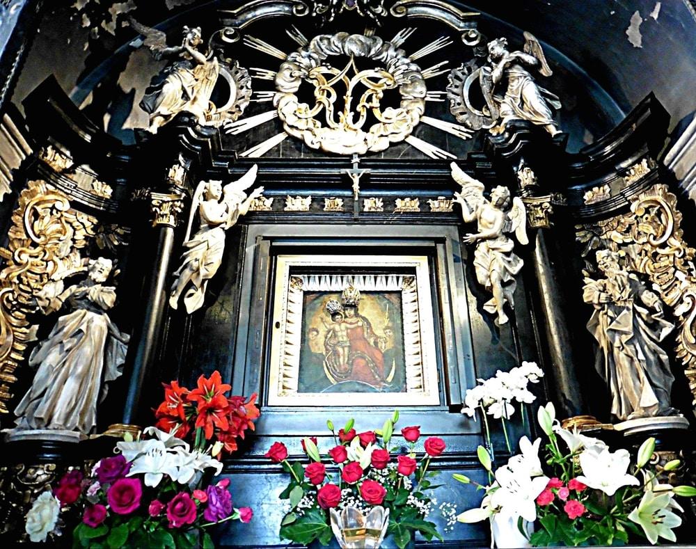 Kamenita vrata - oltar